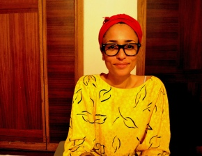 zadie smith in glasses and yellow top